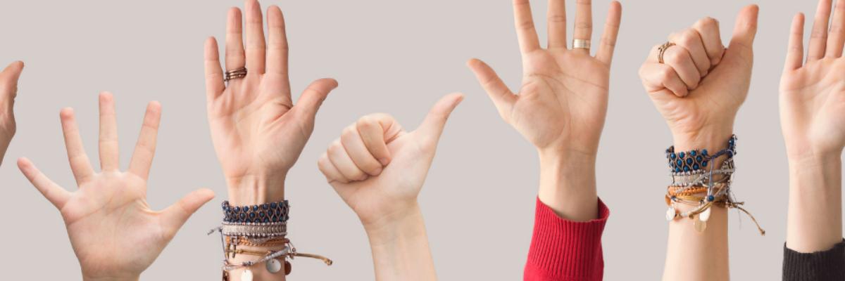 kädet viittaa